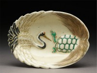 Cake dish with opposing crane and turtle, Japan, 1895-1899, (Museum no: EA1956.2016.a)