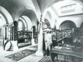The Indian Institue Museum with its original display, c. 1898-99. © Ashmolean Museum