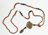 Necklace with agate brooch