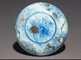 Blue-and-white box and lid with lotus flowers, pomegranates, and chrysanthemums (EA1978.1166)