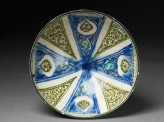 Bowl with radial design and drop-shaped cartouches