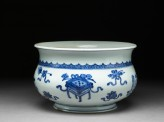 Blue-and-white jardiniere in the form of an incense bowl (EA1987.2)