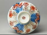 Lid with chrysanthemums
