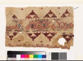 Textile fragment with band of diamond-shapes, triangles, and pseudo-kufic inscription (EA1993.364)