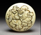 Manjū netsuke depicting the gods Daikoku and Ebisu dressed as manzai dancers (EA2001.100)