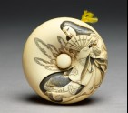 Manjū netsuke depicting Tamamo no Mae, with Nasu Moor on the reverse