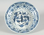 Blue-and-white dish with bunches of grapes (LI1301.384)