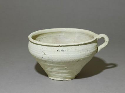Earthenware pot with handleoblique