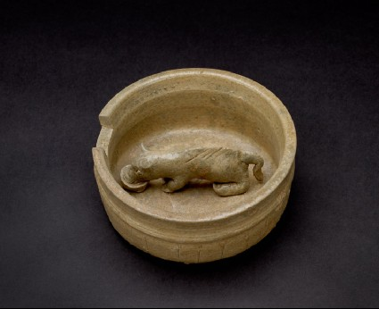 Greenware model of pig in a penoblique