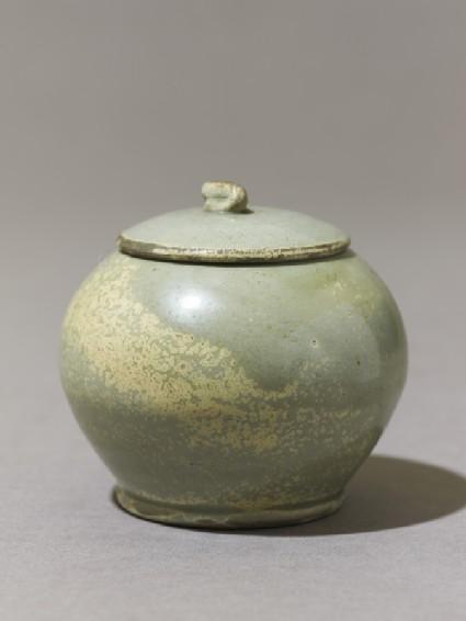 Globular greenware jaroblique