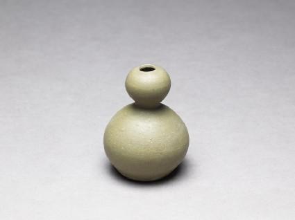 Greenware vase in double-gourd formoblique