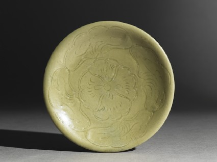 Greenware saucer dish with lotus leavestop