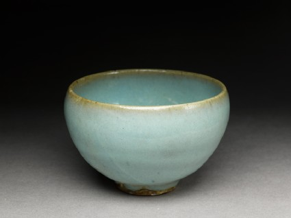 Small bowl with blue glazeoblique