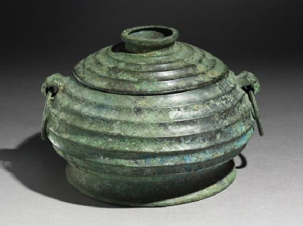 Ritual food vessel, or gui, with taotie masksoblique