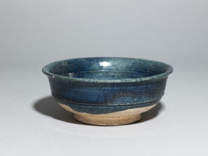 Bowl with blue glazeoblique
