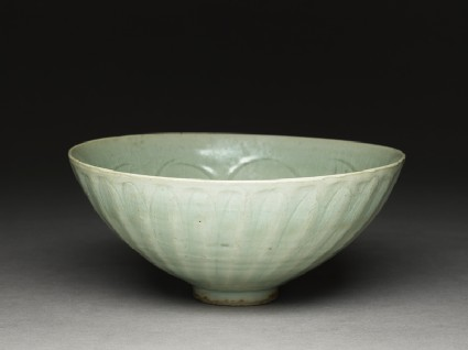 Greenware bowl with lotus petalsoblique