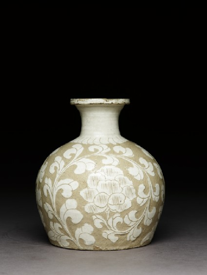 Cizhou type jar with floral decorationside