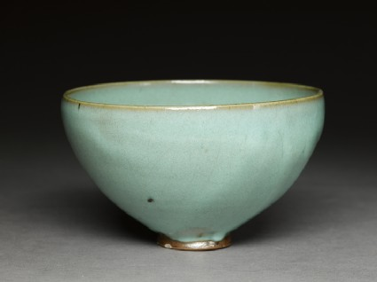 Deep bowl with blue glazeoblique