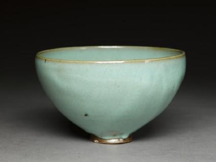 Deep bowl with blue glazeoblique