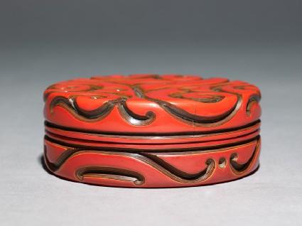 Kōgō, or incense box, with guri decorationoblique