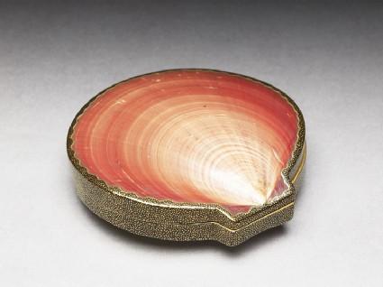 Kōgō, or incense box, made from a Venus shelloblique