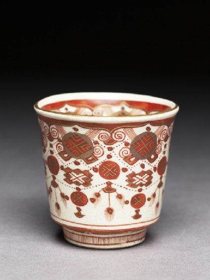 Kutani ware cup with red and gold decorationoblique