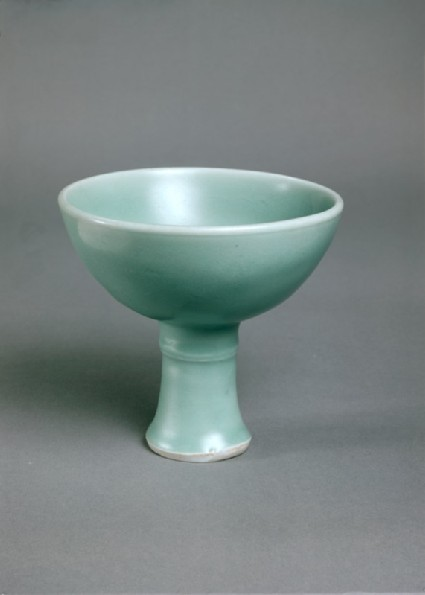 Greenware stem cup with single ridgeoblique