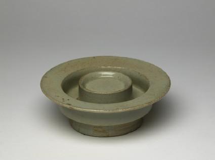 White ware cup standoblique