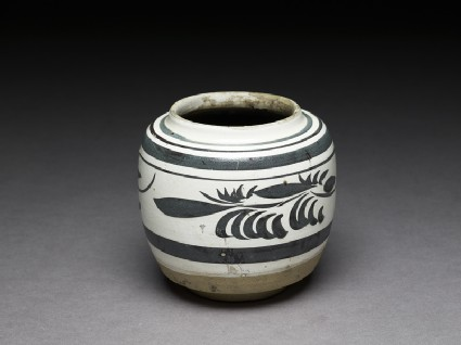 Cizhou type jar with floral decorationoblique