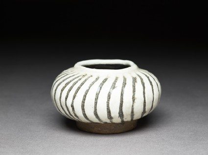 Cizhou type jarlet with striped decorationoblique