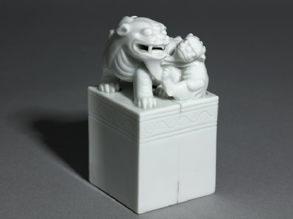 Porcelain seal surmounted by shishi, or lion dog, and pupoblique