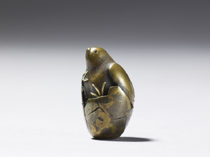 Ojime in the form of a hatching birdside