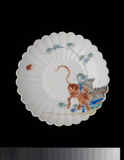 Fluted saucer dish with a tiger and butterflytop