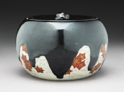 Mizusashi, or water jar, with maple leavesside