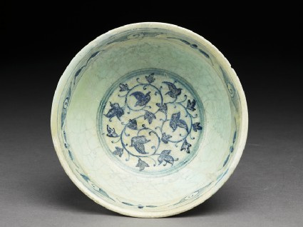 Bowl with foliate decorationtop