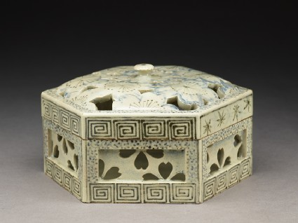 Hexagonal box with cherry blossomsoblique