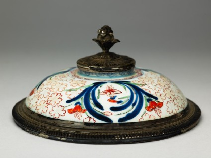Lid with iris and cherry blossomoblique