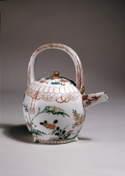 Wine ewer with bamboo and flowersoblique