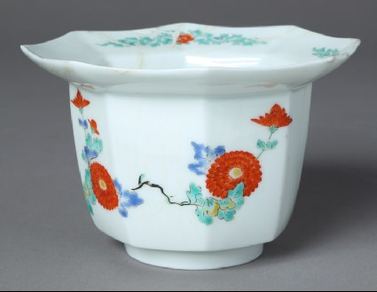Tall bowl with chrysanthemum spraysfront