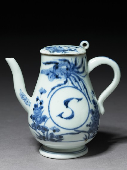 Ewer for soy sauceoblique