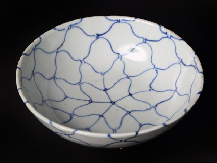 Blue-and-white bowl with net decorationfront