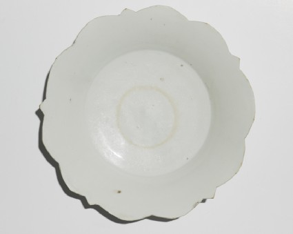 White ware dish with foliated rimtop