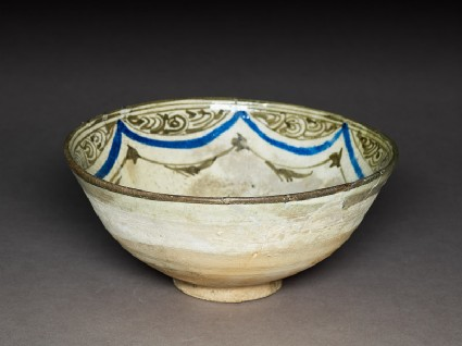 Bowl with rosetteoblique
