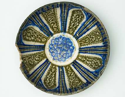 Bowl with vegetal decoration in radial panelstop