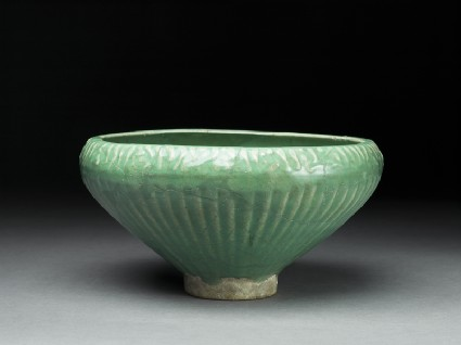 Bowl with three fishoblique
