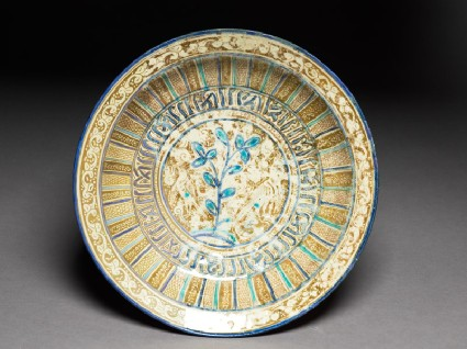 Dish with two birds, pseudo-naskhi inscription, and leavestop