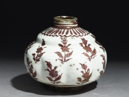 Jar with floral patterningoblique