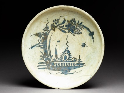 Dish with boat-like floral designtop