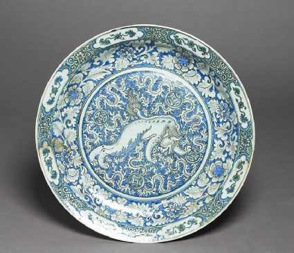 Dish with Chinese lion dogtop