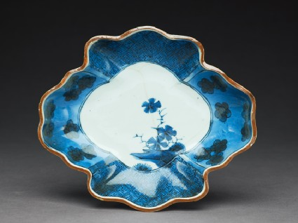 Dish with floral decorationtop